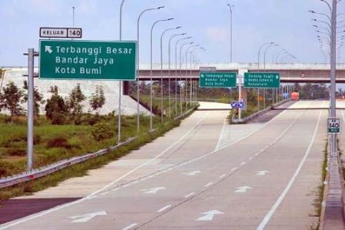 Salah satu ruas jalan tol Terbanggi Besar-Pematang Panggang di Bandar Jaya, Lampung Tengah, Rabu (1/5/2019).