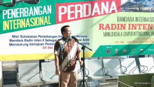 Gubernur Lampung M. Ridho Ficardo memimpin penerbangan perdana internasional rute Bandara Radin Inten II-Kuala Lumpur International Airport Malaysia, Sabtu (4/5/2019). Pesawat take off dari Lampung pukul 08.45 memakai pesawat Citilink A320 dengan pilot Ca