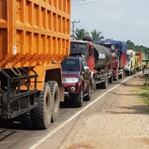 Hingga Pagi ini Selasa (18/6/2019) Arus Lalulintas Jalintim Lampung-Sumsel Masih Macet Total (Fhoto Istimewa)