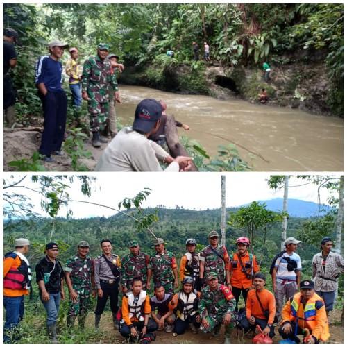 Anggota Badan Nasional Penanggulangan Bencana (BNPB) dan anggota Koramil 422-05/Belalau, Babinsa, Bhabinkamtibmas serta wargasetempat sedang melakukan pencarian korban hanyut. (Foto: Ist)