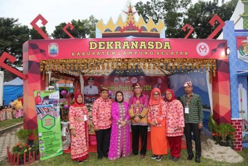 Kabupaten Lampung Selatan kembali tampil dalam pameran produk unggulan pada gelaran Musabaqoh Tilawatil Quran (MTQ) ke 47 tingkat Provinsi Lampung. (Foto: Kmf Lamsel)
