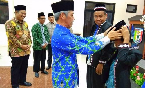 Bupati Pringsewu, H. Sujadi saat melepas kafilah Pringsewu menuju Kabupaten Tubaba. (Foto: Eprizal)